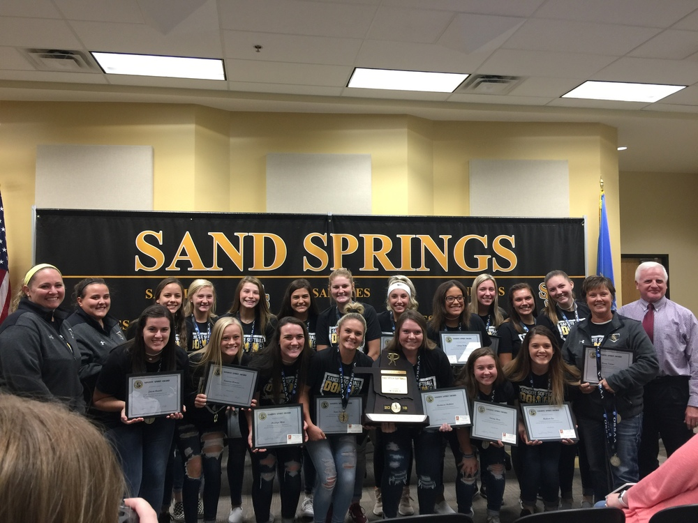 Board Recognizes Sandite Softball Team